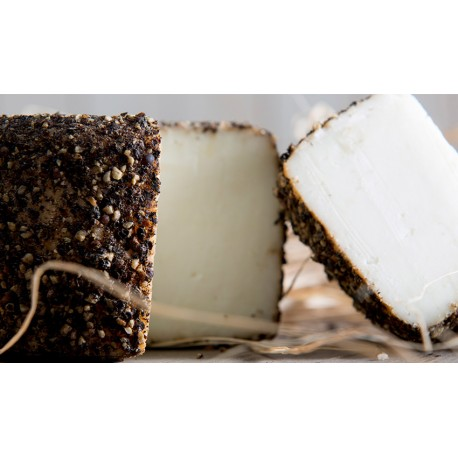 Semi-cured goat pepper Cheese- Muntanyola - 350 gr